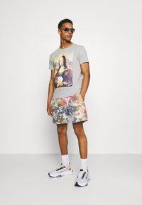 BDG Urban Outfitters - JOGGER UNISEX - Shorts - dark tie dye - 1
