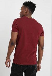 YOURTURN - Print T-shirt - bordeaux - 2