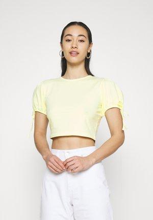 CROPPED - Print T-shirt - yellow