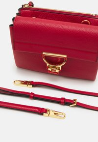 Coccinelle - ARLETTIS - Handbag - ruby - 5