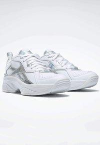 Reebok - AXT TRAINER CORE TRAINING - Zapatillas para caminar - white - 2