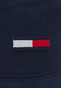 Tommy Jeans - FLAG BUCKET HAT UNISEX - Klobouk - blue - 2