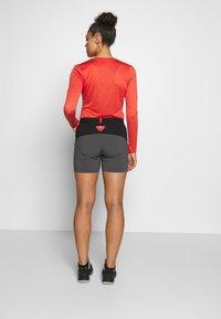 Dynafit - TRANSALPER HYBRID SHORTS - Sports shorts - magnet - 2