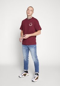 American Eagle - MEDIUM WASH TAPER - Jeans slim fit - medium bright indigo - 1