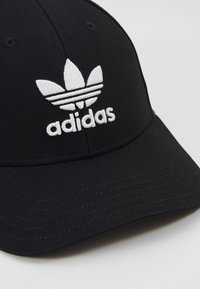 adidas Originals - BASE CLASS UNISEX - Gorra - black/white - 6