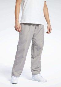 Reebok Classic - CLASSICS TRACKSUIT BOTTOMS - Pantalon de survêtement - grey - 0