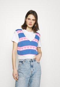 Trendyol - T-shirts med print - ecru - 0