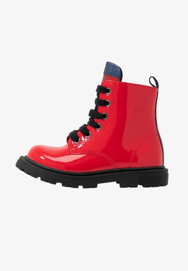 Šněrovací kotníkové boty - red