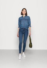 Gap Tall - Button-down blouse - medium indigo - 1