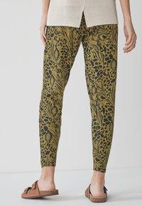 Next - Pantalon de survêtement - khaki - 2