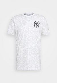 New Era - ALL OVER PRINT TEE NEW YORK YANKEES - Print T-shirt - white - 4