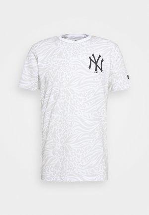 ALL OVER PRINT TEE NEW YORK YANKEES - Triko spotiskem - white