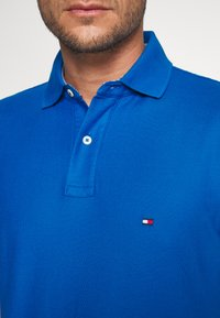 Tommy Hilfiger - REGULAR - Poloshirt - blue - 5