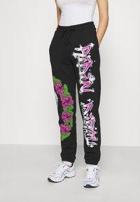 Jaded London - CUFFED JOGGER RIDIN' DIRTY GRAFFITI PRINT - Pantalones deportivos - multi - 0