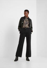 Bruuns Bazaar - ALLESIA MENELLE PANT - Flared Jeans - black - 1