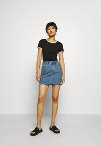 Calvin Klein Jeans - LOGO TRIM - Print T-shirt - black - 1