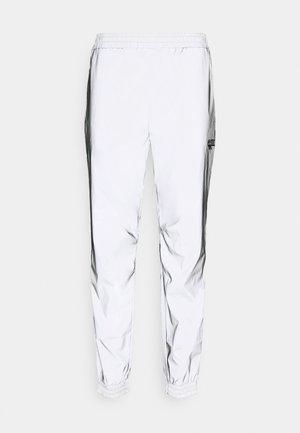 GRAHAM REFLECTIVE TRACK PANTS - Pantalon de survêtement - silver