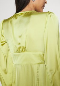 Glamorous - CARE BUTTON THROUGH MINI DRESSES WITH VOLUME LONG SLEEVES AND LO - Sukienka koktajlowa - olive green - 5