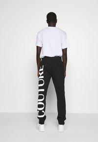 Versace Jeans Couture - BIG LOGO JOGGERS - Træningsbukser - black - 2