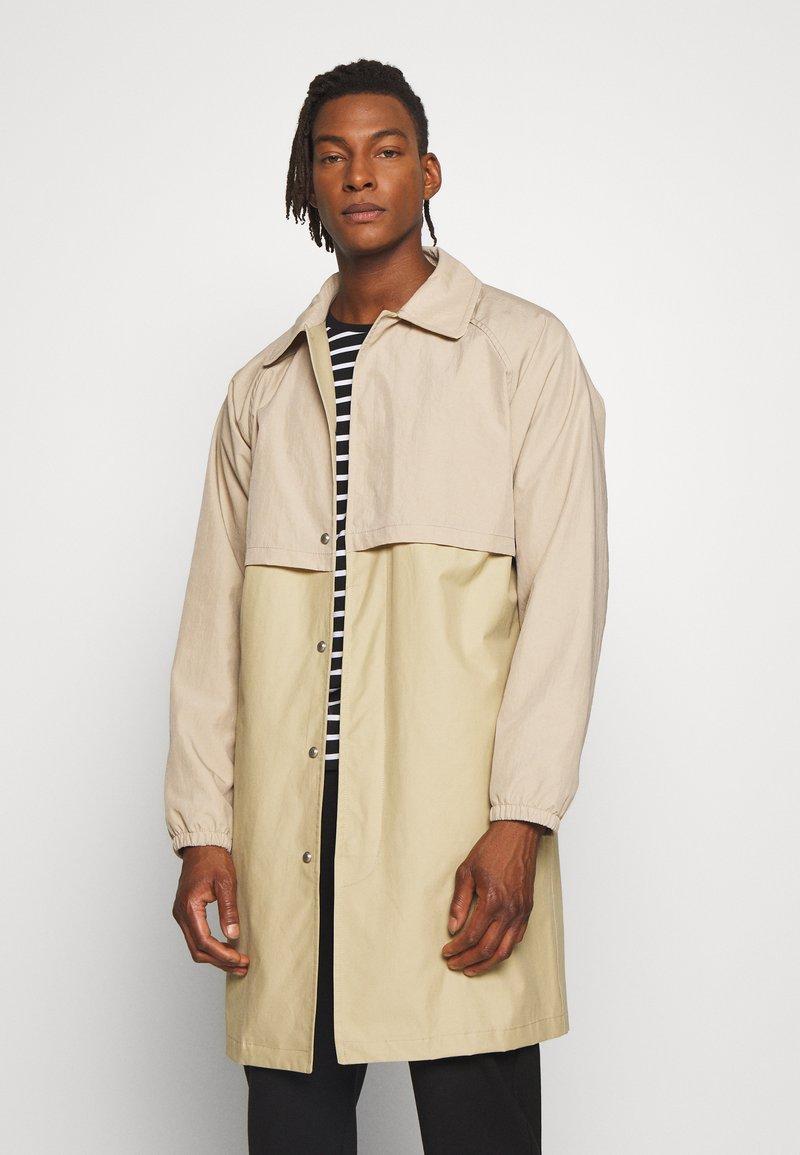Gloverall - MENS CAR COAT - Krátký kabát - beige