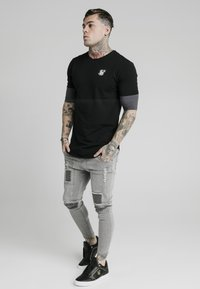 SIKSILK - INSET SLEEVE GYM TEE - Basic T-shirt - burgundy/black - 1