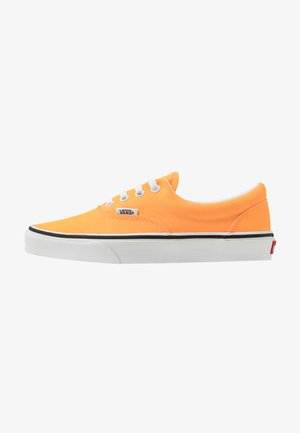ERA - Sneakersy niskie - blazing orange/true white
