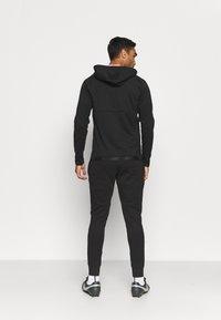New Balance - AS ROMA TRAVEL ZIP THRU HOODY - Club wear - black - 2