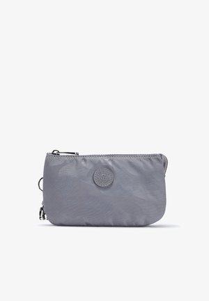 CREATIVITY L - Wash bag - grey camo jq