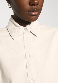 Carin Wester - CACAO - Button-down blouse - beige - 3