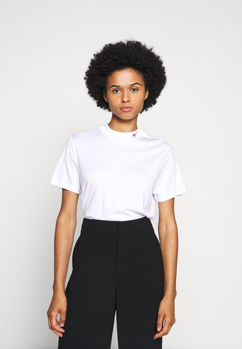 HUGO - DENNILE - Jednoduché triko - white