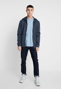 Only & Sons - ONSWINSTON ZIP HOODIE - Sudadera con cremallera - dress blues - 1