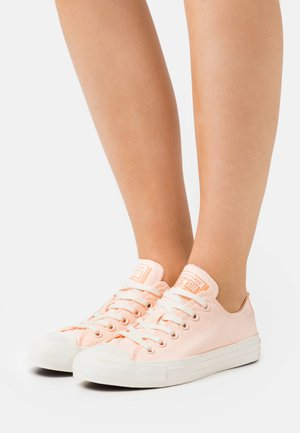 CHUCK TAYLOR ALL STAR PERFECT - Sneakers laag - crimson tint/cantaloupe/egret
