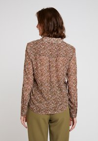Vero Moda - VMAMELIA FOLD UP - Button-down blouse - tortoise shell - 2