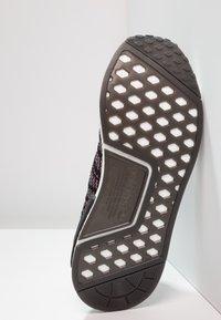 adidas Originals - NMD_R1 STLT PK - Tenisky - core black/grey four/solar pink - 4
