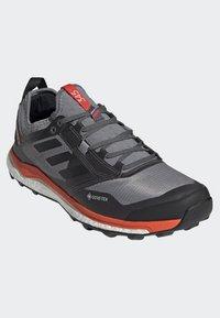 adidas Performance - TERREX AGRAVIC XT GORE TEX TRAIL RUNNING SHOES - Obuwie do biegania Szlak - grey - 3