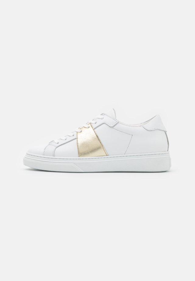 YASNIDA - Sneakersy niskie - star white