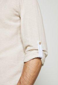 Springfield - MAO ROLLUP - Shirt - beige - 5