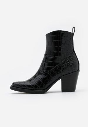 ONLBELIZE STRUCTUR HEELED BOOT - Korte laarzen - black