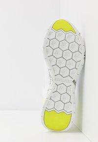 Bikkembergs - FLAVIO - Sneakersy niskie - white/yellow fluo - 4