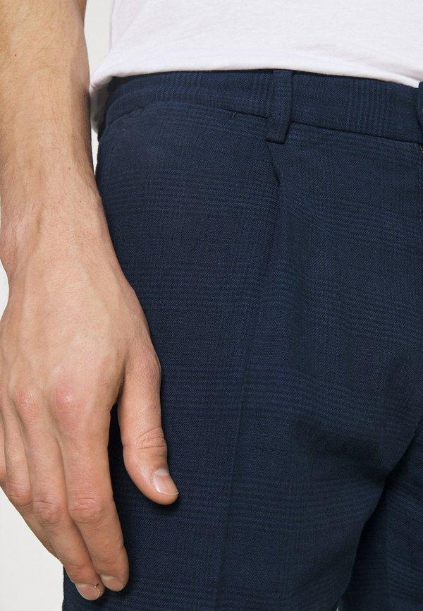 Tommy Hilfiger Tailored PLEAT - Spodnie materiałowe - desert sky/granatowy Odzież Męska TSMN