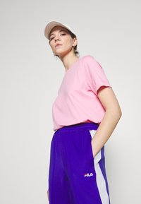 Fila - ALKAS TRACK PANT - Trousers - clematis blue/bright white - 3