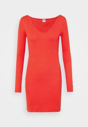 CLASSICS BODYCON DRESS - Pouzdrové šaty - poppy red