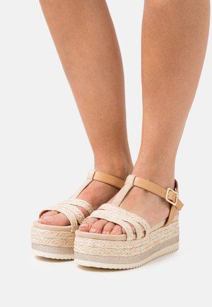 Korkeakorkoiset sandaalit - nude
