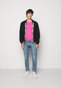 Polo Ralph Lauren - CUSTOM SLIM FIT CREWNECK - Basic T-shirt - maui pink - 1