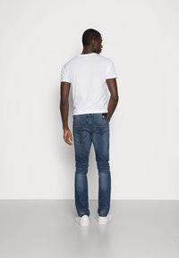 TOM TAILOR DENIM - SLIM AEDAN - Jeans slim fit - mid stone wash denim - 2