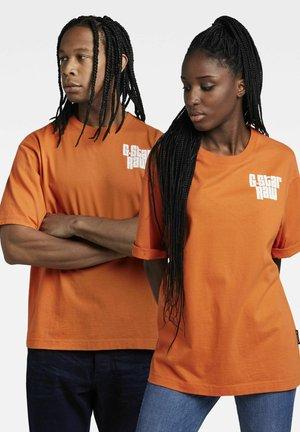 T-shirt print - acid orange