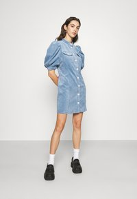 Cras - ANNIECRAS DRESS - Sukienka letnia - faded denim - 0