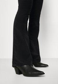 LOIS Jeans - RAVAL - Kalhoty - black - 5