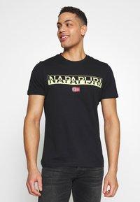Napapijri - SARAS SOLID - T-shirt med print - black - 0