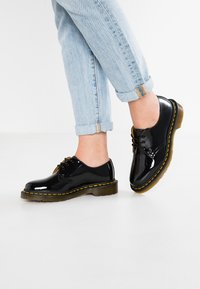 Dr. Martens - 1461 3 EYE SHOE PATENT LAMPER - Lace-ups - black - 0